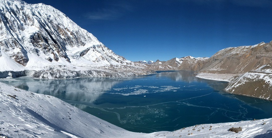 beautiful-himalayas-wall-surrounded-tilicho-lake