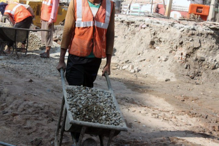 new-dharahara-building-worker-working