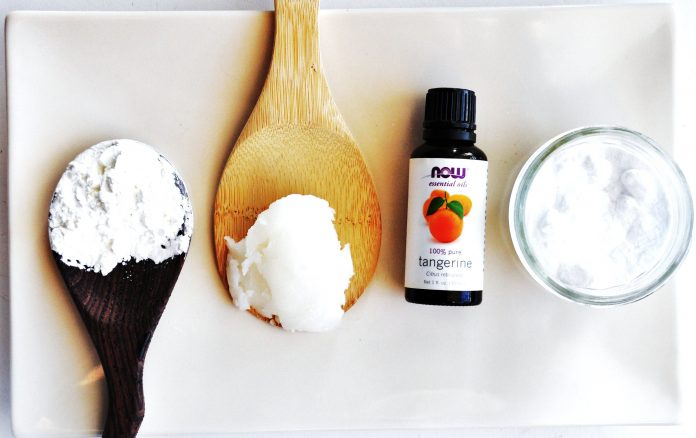 baking-soda-and-coconut-oil-to-prepare-face-cleansing
