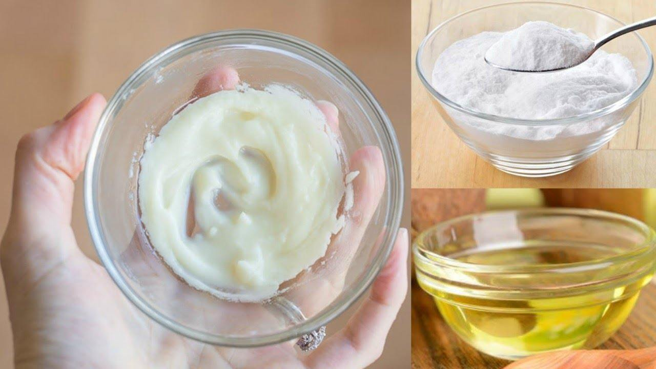 prepare-home-made-face-wash-from-coconut-oil-and-baking-soda